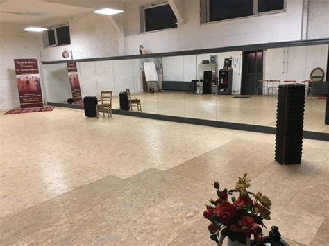 salle de a louer salles de danse et de r 233 p 233 tition 224 louer marcinelle 6001