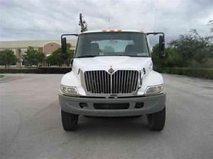 International 4400  2002    Utility    Service Trucks