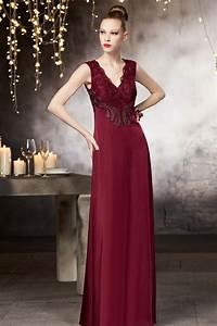 Robe longue pour soiree a coupe fluide en couleur bordeaux for Robe de soirée couleur bordeaux