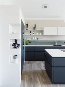 Arbeitsplatte Küche Schwarz : grifflose wohnk che in schwarz wei von leicht mit bora muldenl fter keramik arbeitsplatte ~ Markanthonyermac.com Haus und Dekorationen