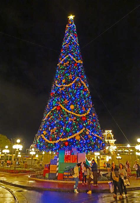 disney put  christmas decorations