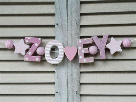 Kinderzimmer Mädchen Shabby by Quot Zoey Quot Namenskette Kinderzimmer Rosa Holz Buchstaben Taufe