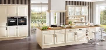 griffe für küche geschmackvolle landhausküchen behaglichkeit funktionalität möbel kraft