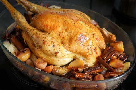 comment cuisiner un chapon au four dinde rôtie ou chapon rôti au four recette de la dinde