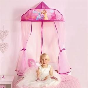 Lit Princesse Fille : ciel de lit rose pour d corer une chambre de fille en chambre de princesse d corer ~ Teatrodelosmanantiales.com Idées de Décoration