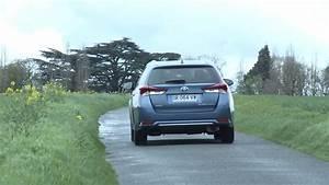 Essai Toyota Auris Hybride 2017 : essai toyota auris touring sports hybride 136h design youtube ~ Gottalentnigeria.com Avis de Voitures