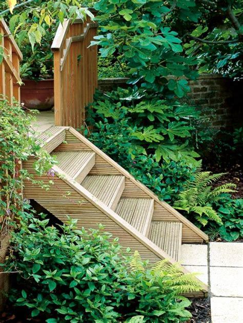 holztreppe außen selber bauen gartentreppe holz gartenideen mit treppen