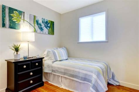 buy right furniture decorating a small bedroom seven simple tips for you