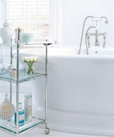 Freistehende Badewanne Die Moderne Badeinrichtungfreistehende Badewane Mit Stehle by Badeinrichtung Mit Stauraum 45 Stilvolle Ideen F 252 R Sie