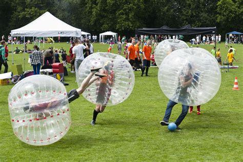 bubble soccer mieten bumper balls von play  fun team