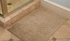 Safety bath mats reduce bathroom fall risk dailycaring for Fall in shower floor