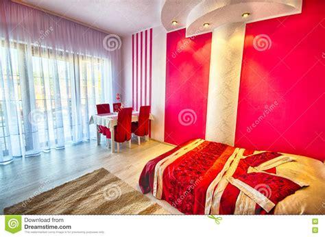 peinture moderne chambre a coucher