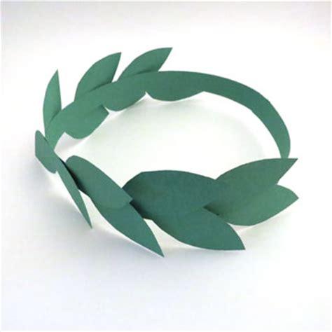Laurel Wreaths Three Ways • Small Talk Mama