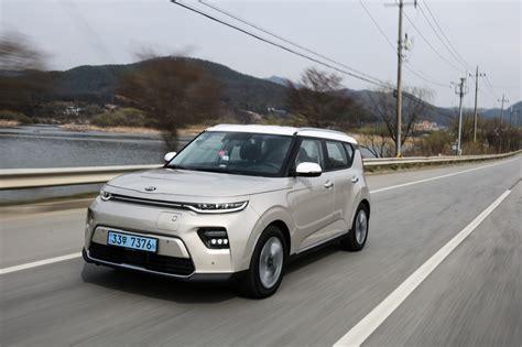 2020 Kia Soul Vs Hyundai Kona by Tesla Changes Epa Updates Tax Credits Kia Soul Ev Review The