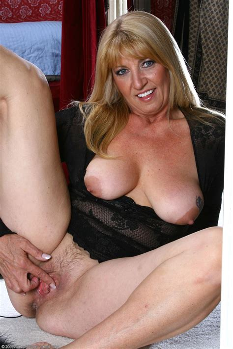 naturally busty lingerie mom getting naked pichunter