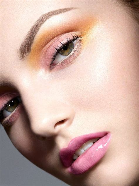 pretty fresh palette light pink gloss lips yellow