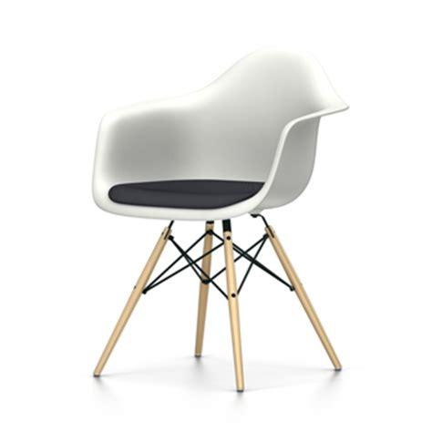 chaise daw eames vitra chaise fauteuil avec coussin eames plastic armchair daw nouvelles dimensions blanc