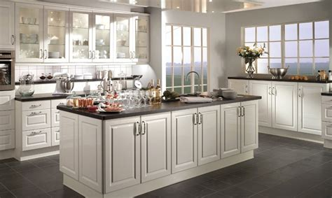 modele cuisine avec ilot cuisine moderne et design avec lot faades sans poignes avec gorges
