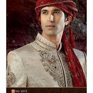 Tenue Indienne Homme : 1000 id es sur le th me sherwani sur pinterest mari indien achkan et collection pour hommes ~ Teatrodelosmanantiales.com Idées de Décoration