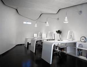 Cool office furniture decobizzcom for Cool modern office decor ideas