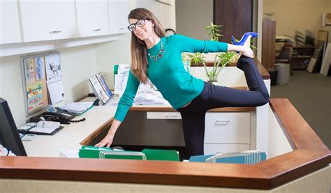 15 Simple And Quick Office Stretches To Boost Work Efficiency