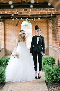 15 cute lesbian wedding ideas hative for Same sex wedding ideas