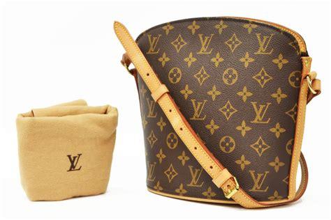 louis vuitton monogram canvas drouot crossbody bag  jo anne christian collection part