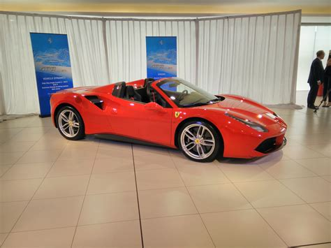 488 Spider Photo by S New 488 Spider Drops Roof And Price Goauto