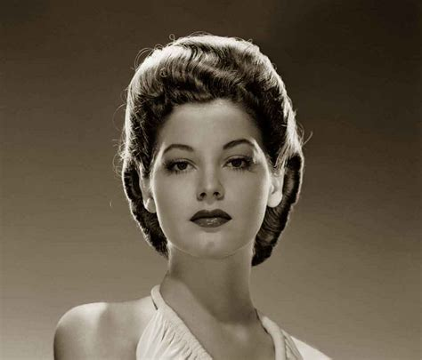 Hairstyles In The 1940s by 1940s Hairstyles Memorable Pompadours Glamourdaze