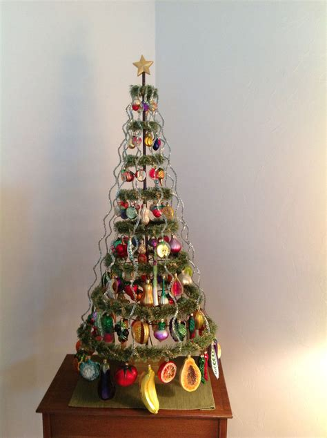 Most families decorate their houses with. Fruit and vegetable glass ornaments christmas tree | Фрукты