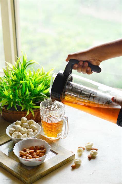 Black coffee is regular coffee without sugar, cream and milk. Black Tea vs Milk Tea - Health Benefits • Spoon Fork And Food