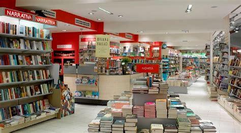 mondadori librerie roma salviamo la cultura a napoli inaugurate due nuove