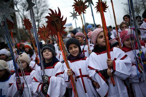 foto   dunia umat kristen ortodoks rayakan