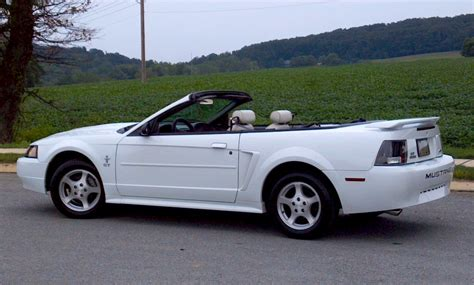 white ford mustang convertible oxford white 2003 ford mustang convertible