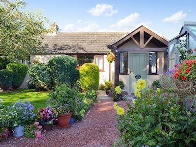 Cottage Near York by Housemartins Cottage In Haxby Near York