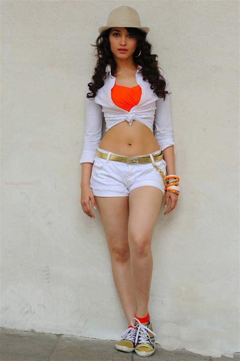 actress sexy tamannaah bhatia hot bikini navel