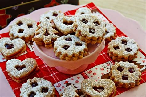 Austrian cookies to decorate your christmas tree but not to eat! Authentic Linzer Cookies - the famous Christmas Cookie ...