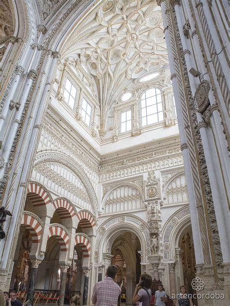 un crucero catedral dentro de una mezquita