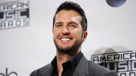How Luke Bryan Was Honored At The Cmt Artists Of The Year