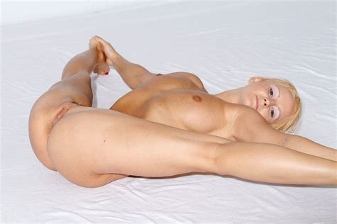 Busty Blonde With Really Flexible Body Russian Sexy Girls