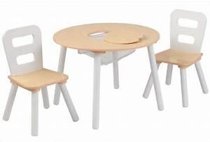 Table Enfant Bois : petite table ronde en bois pour enfant et ses deux chaises kidkraft ~ Teatrodelosmanantiales.com Idées de Décoration