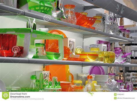magasin article de cuisine magasin coloré de vaisselle de cuisine photo stock image