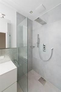 Badezimmer Fliesen Grau Weiß : fliesen hellgrau und glasmosaik silber betonoptik ~ Watch28wear.com Haus und Dekorationen