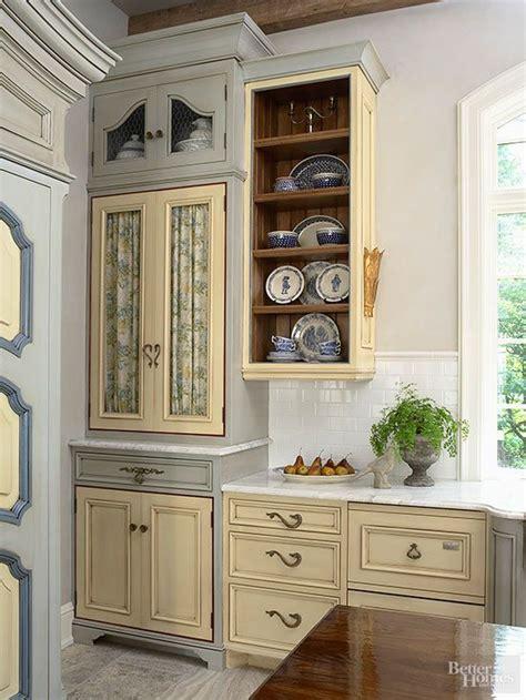 chicken wire kitchen cabinets pretty parisian kitchens parisian kitchen chicken wire 5387