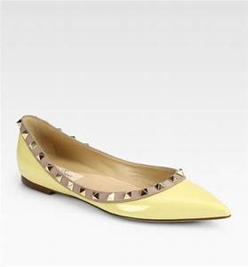 Valentino Rockstud Patent Leather Ballet Flats in Beige