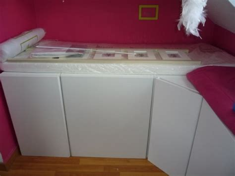 meuble bibliothèque bureau intégré un lit enfant avec du rangement à base de meubles de
