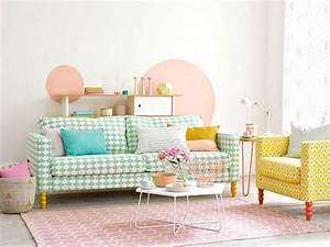 17 meilleures idees a propos de peinture couleur peche sur With tapis jaune avec jeté de fauteuil ou canapé