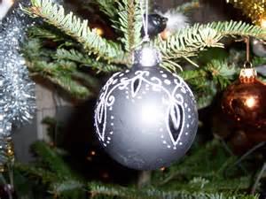 black ornament christmas wallpaper 519011 fanpop