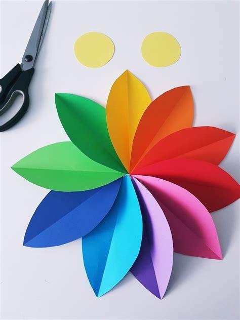 einfaches basteln mit kindern papierblumen basteln einfache anleitung f 252 r eine blumen wanddeko