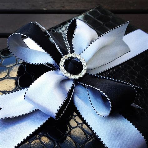 Black And White Gift Wrapping Ideas